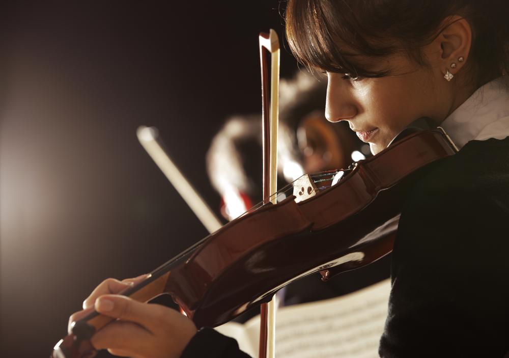 female violinist in concert