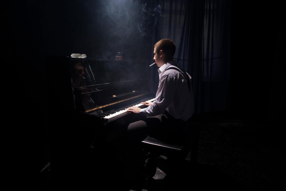piano player smoking