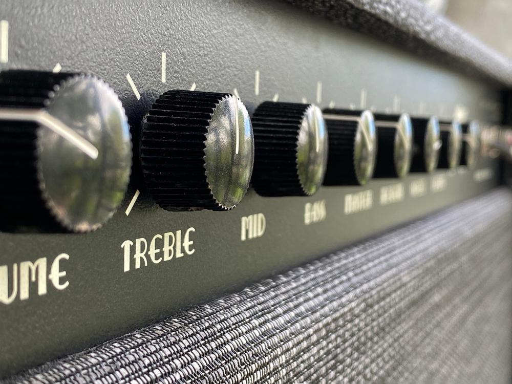 treble adjustment knob on amp