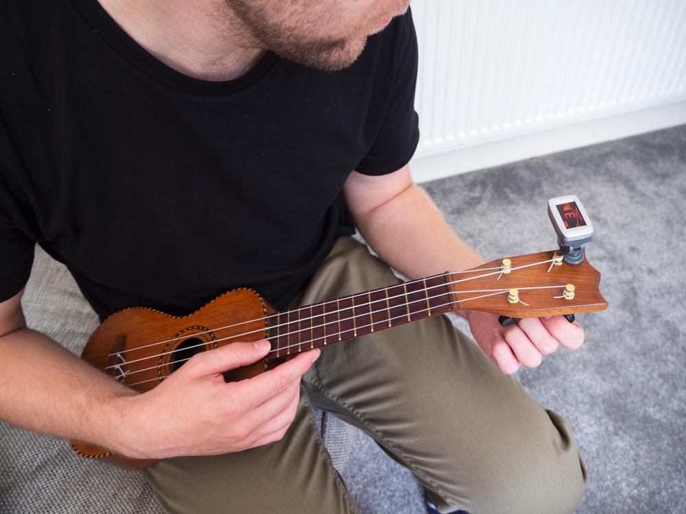 tuning ukulele with clip-on tuner