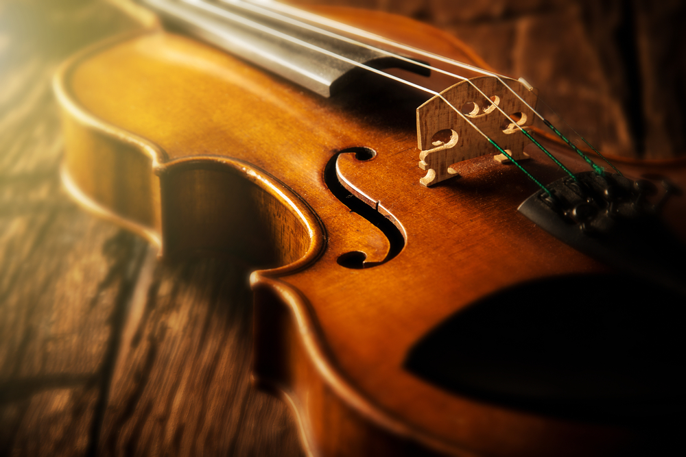 violin laying on wood background
